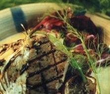 Steak de thon mariné à l'huile d'olive, citron et fenouils grillés