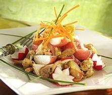 Salade tiède de pommes de terre et de poulet aux poireaux