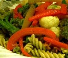 Fusillis tricolores aux légumes et pesto