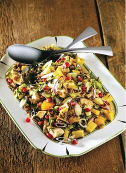 Salade de riz sauvage et garnitures pétillantes
