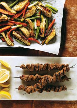 Brochettes de boeuf tarator et papillote de légumes